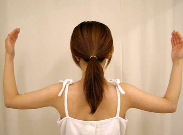 No.7真崎式プチ・リポ 腕をあげる 術後1ヶ月 症例写真